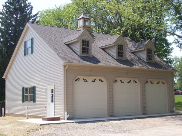 Building - Garage with Living Quarters